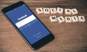 smartphone com facebook